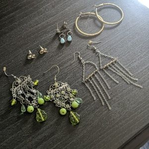 7 earrings and 2 necklace bundle!